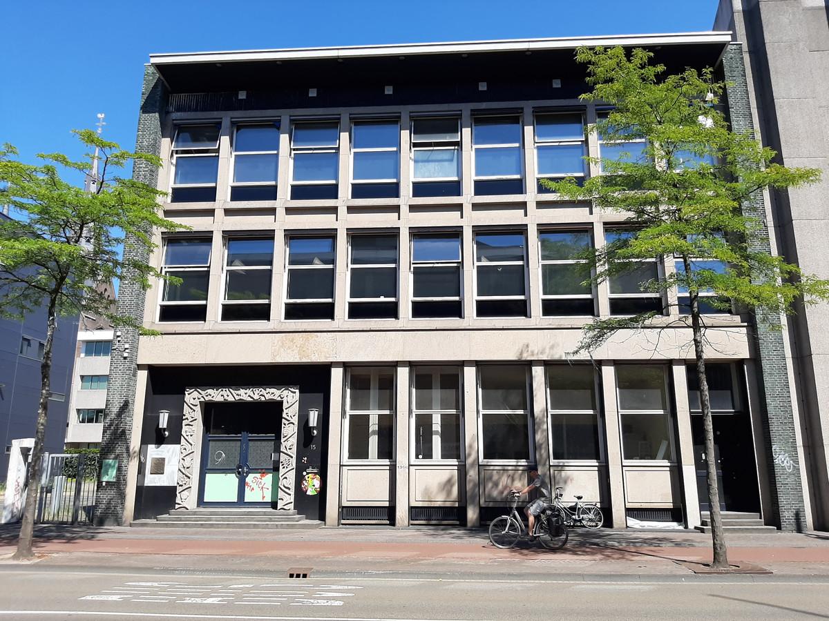 De voormalige Van MIerlo-bank aan de Wal in Eindhoven, later onderdeel van de ABN-Amro op de hoek Stadhuisplein. De gevel blijft behouden.