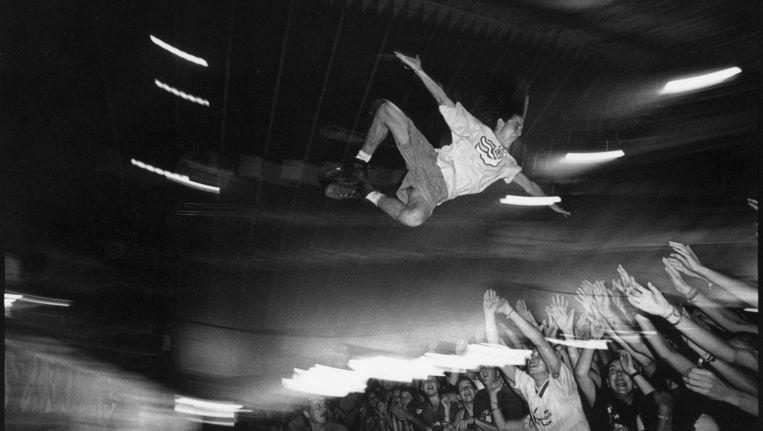 Een van de eerste foto's van Lowlands 1993. Het is onbekend welke band op het moment van fotograferen speelde. Beeld Roger Cremers