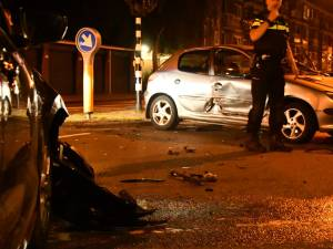 Verkeerslichten buiten werking, auto's botsen tegen elkaar in Enschede