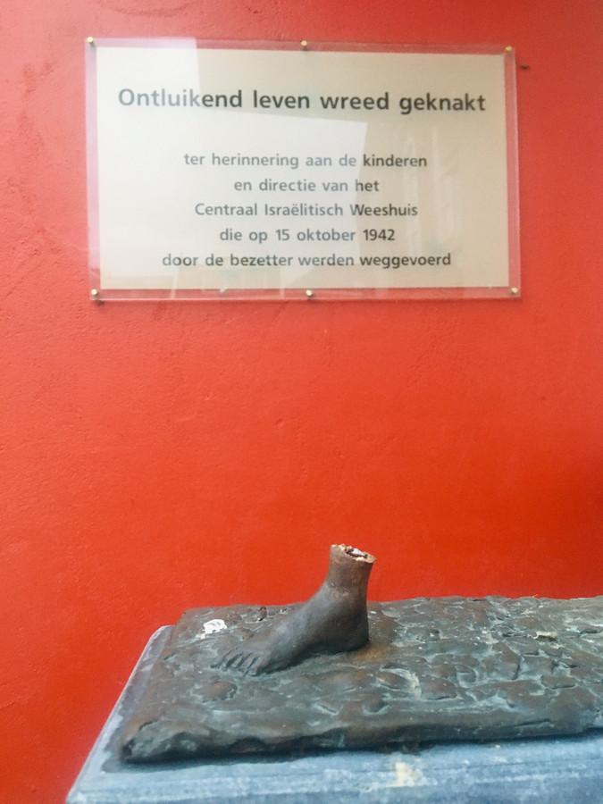Het voetje was het enige dat overbleef op de sokkel.