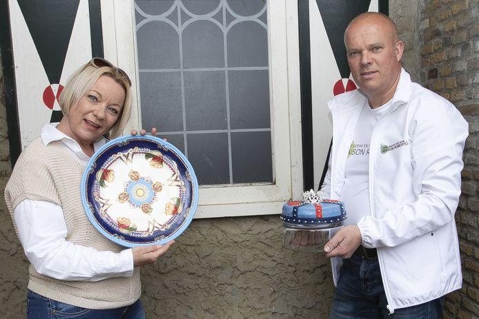Robert Stronks en Lammie van Wieringen hebben een bordje ontworpen met passend taartje voor Maxima die op 17 mei 50 jaar wordt.
