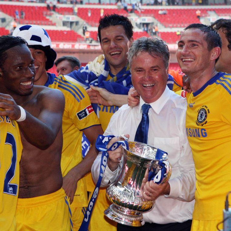 Guus Hiddink stond als interim-trainer in 2009 ook al korte tijd aan het roer bij Chelsea. Hij won toen de FA Cup met de Blues. Beeld pro shots