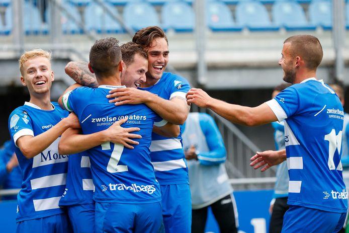 Clint Leemans neemt de felicitaties in ontvangst nadat hij PEC Zwolle op 3-0 heeft gezet.