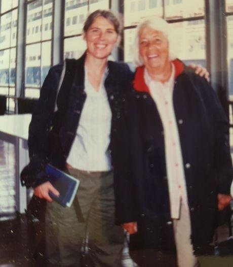 Liesbeth (53) zorgde vijf jaar voor haar dementerende moeder: 'Zwaar, maar ook de mooiste jaren samen'