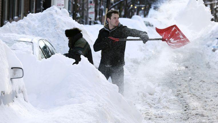Auto's verdwijnen onder de sneeuw in Boston. Beeld ap