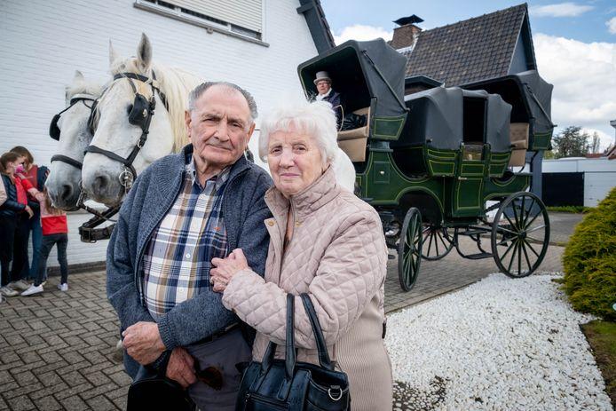 SINT-KATELIJNE-WAVER/MECHELEN Mon Verbinnen en José Bellens vieren hun 65ste huwelijksverjaardag met een coronaprik die ze per koets gaan halen