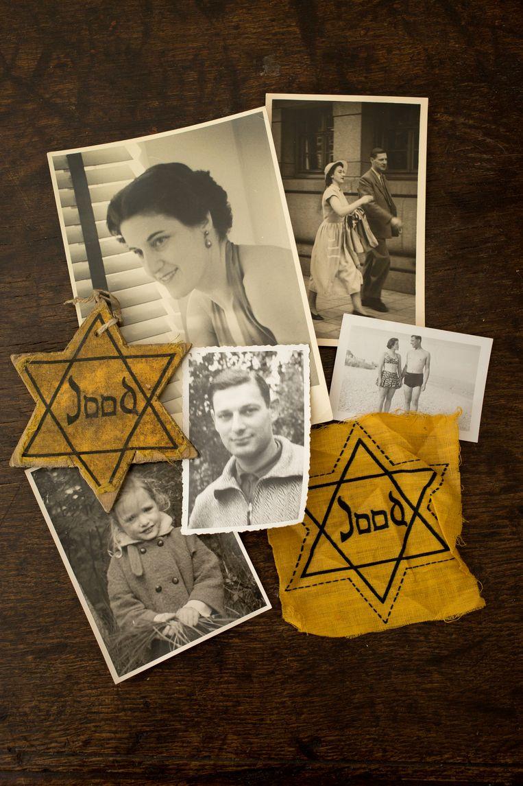 Twee Jodensterren uit de familie Goldschmidt en foto's van Paul en Renata, rechts als getrouwd paar na de oorlog.  Beeld Maartje Geels