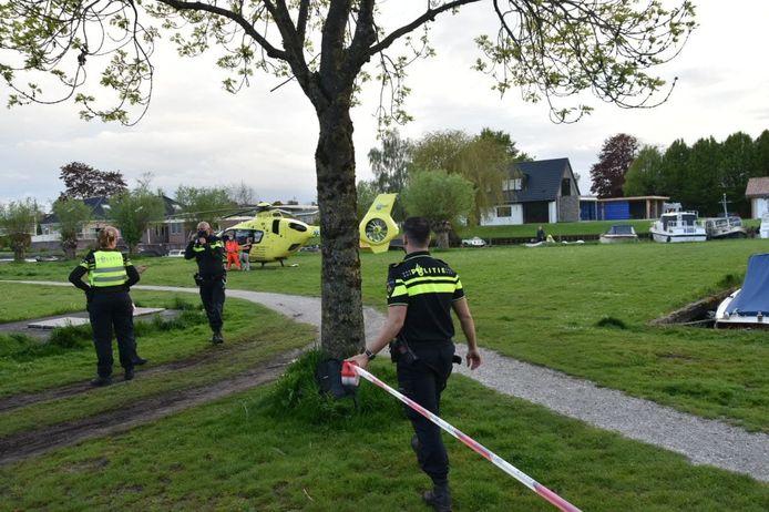 De hulpdiensten rukten vanavond massaal uit naar de Beatrixstraat in Zwartsluis.