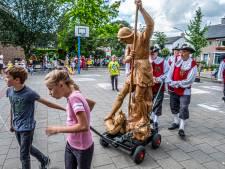 120 jaar oud Jorisbeeld in Heumen krijgt nieuwe 'woning'