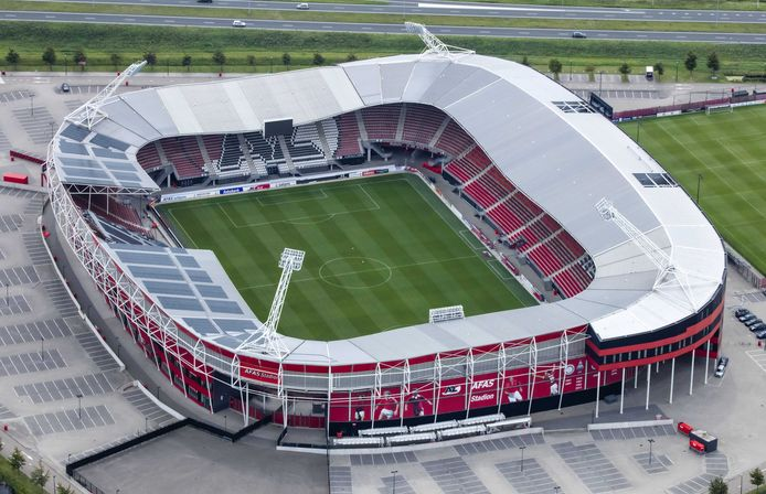 Het ingestorte dak van het AFAS Stadion.