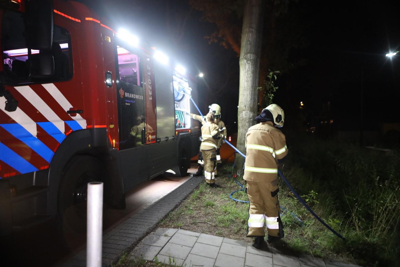De brandweer bij het scoutingterrein aan de Molenwijkseweg in Boxtel.
