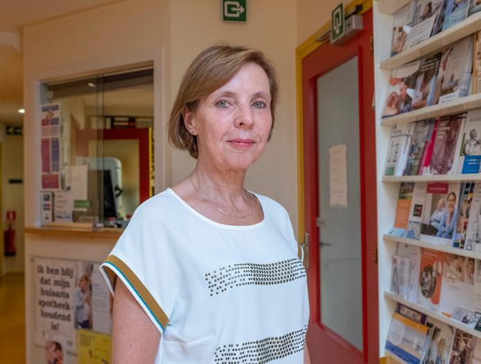 Yolanda Smits werkt al 27 jaar als assistente in de dokterspraktijk van haar man.