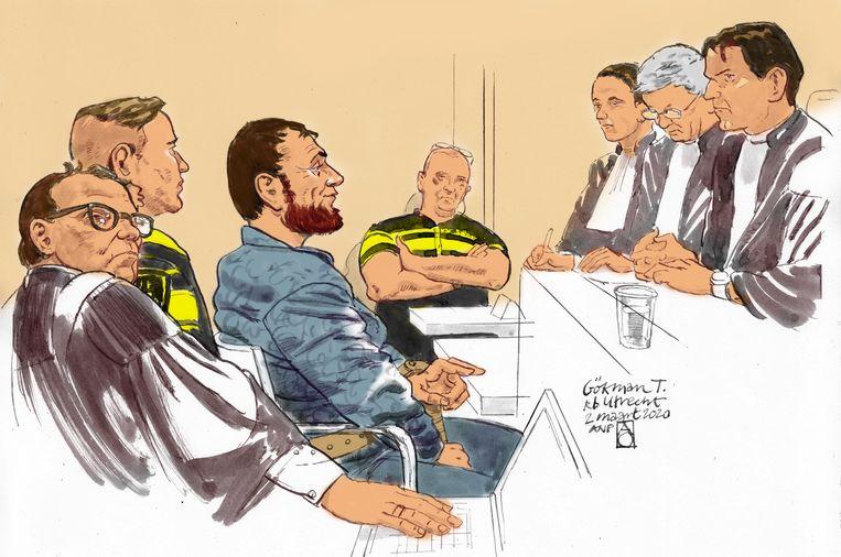 Rechtbanktekening van verdachte Gokmen T. Links van hem zijn raadsman André Seebregts. Beeld ANP