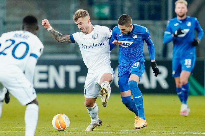 Dorsch in duel tijdens Hoffenheim-AA Gent.