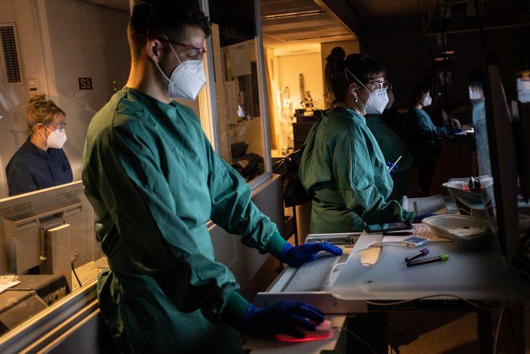 Op de intensive care van Noordwest Ziekenhuisgroep, locatie Alkmaar.  Beeld Joris van Gennip