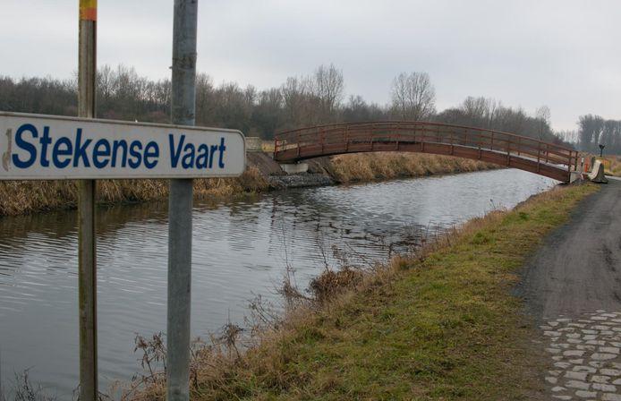 Deze fietsbrug over de Stekense Vaart wordt binnenkort afgebroken en vervangen.