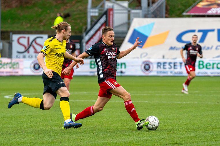 VVV Venlo's Guus Hupperts (links) en Jens Toornstra van Feyenoord.  Beeld Marcel van Dorst