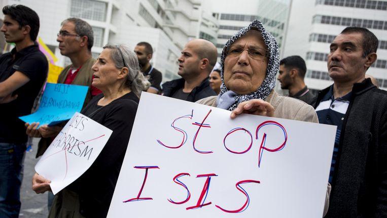 Protest tegen terreurgroep IS op het Spuiplein in Den Haag. Beeld anp