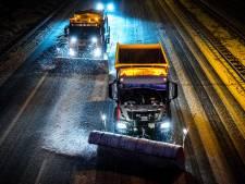 Bijzondere reddingsactie in de nacht: strooiwagen bevrijdt gestrande reizigers in Tubbergen