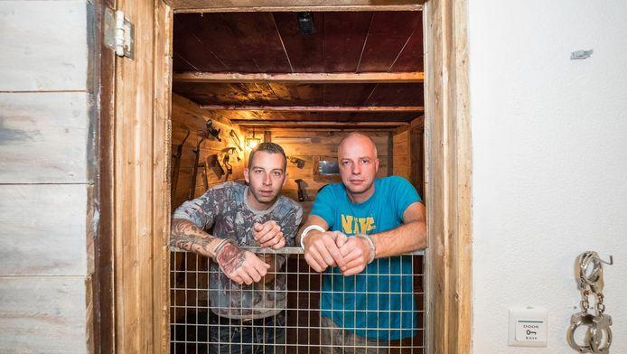 Paul Goutier bij de nieuwe escape room Wescape die in een bedrijfspand aan het Cyclaamrood is gebouwd.