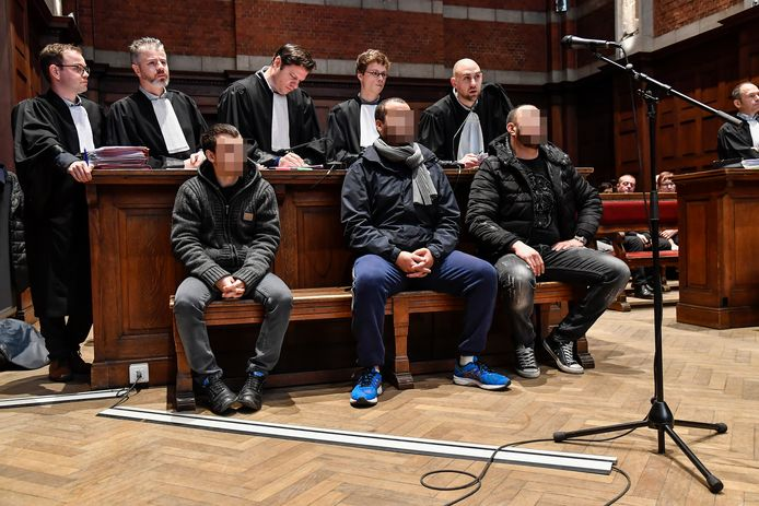 De beklaagden beleefden al verschillende procesdagen. Nu worden ze ook vervolgd voor lijkverberging.