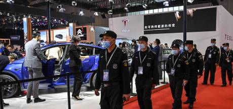 Boze Tesla-rijdster verstoort autoshow