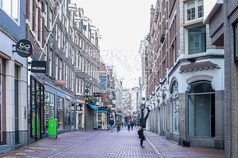 Amsterdam in lockdown: de Kalverstraat is leeg. Beeld Anouk Hulsebosch