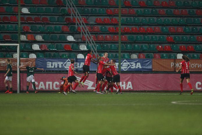 PSV juicht in de Sapsan Arena in Moskou.
