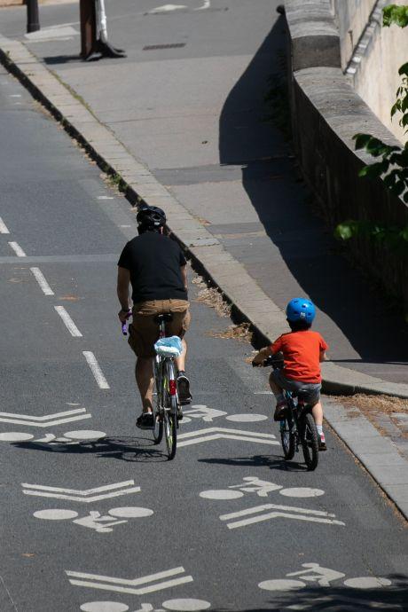Un père de famille fait une chute mortelle à vélo sous les yeux de son fils à Braine-l'Alleud
