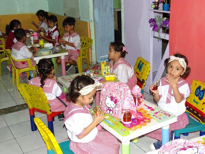 Kinderdagverblijf Wisuda Paud Melati op Ambon wordt gerenoveerd met steun van de Stichting Rit & Rock voor de Molukken, van Wilfred Vreeke en Karla Taniwel uit Middelburg.