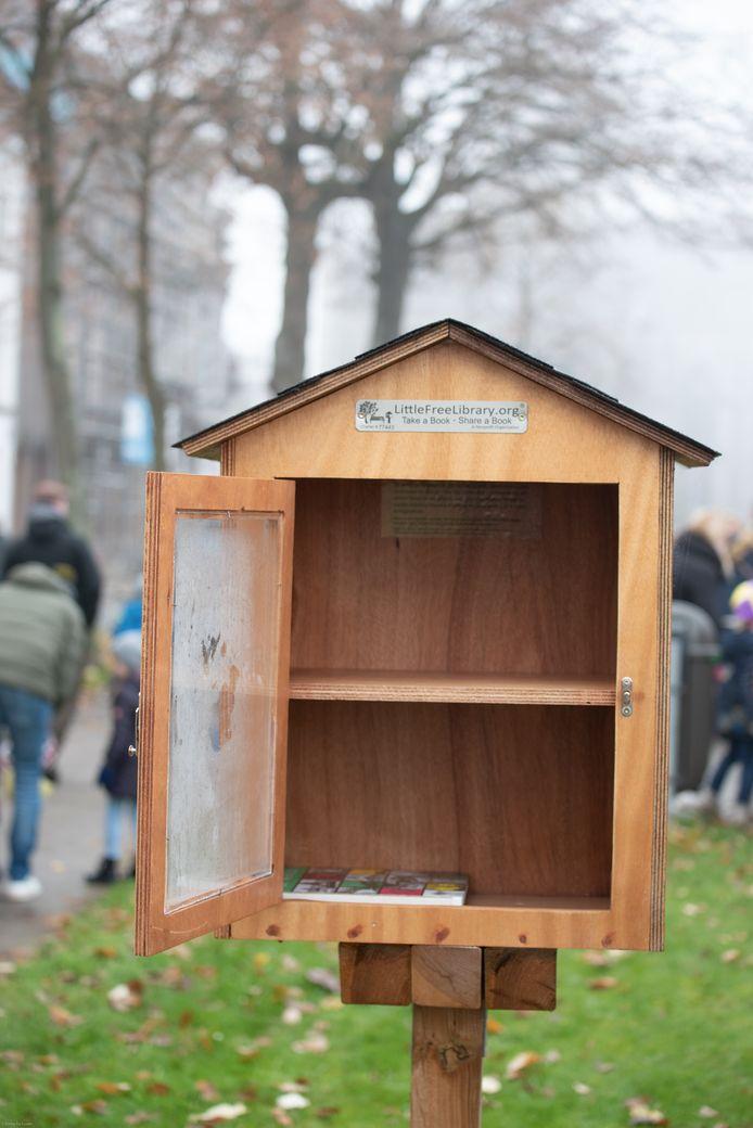 In de minibibliotheek aan de Louise-Mariekaai ligt nog welgeteld één boekje.