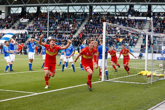 Jeroen Veldmate rent juichend weg na zijn bevrijdende 0-1 in de play-offs van vorig seizoen tegen FC Den Bosch.