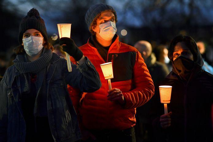 Ondanks een verbod van de politie kwamen vanavond toch talloze mensen bij elkaar in Londen om Sarah te eren.