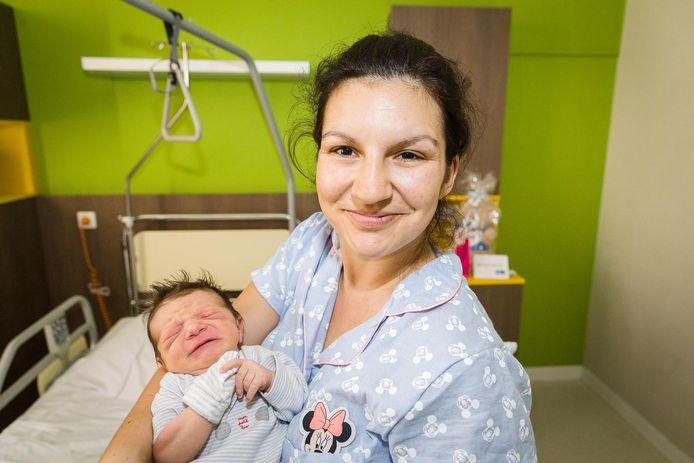 Mama Velichka en Yordan.