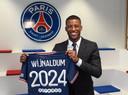 Georginio Wijnaldum tijdens zijn presentatie bij Paris Saint-Germain.