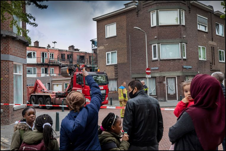 Zo'n veertig van deze woningen in de Wouwermanstraat in de Haagse Schilderswijk waren niet opgewassen tegen de vuurzee. Beeld Werry Crone