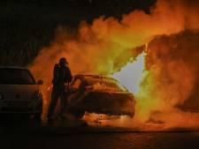 Geparkeerde auto gaat volledig in vlammen op bij Oosterschelde Zoetermeer