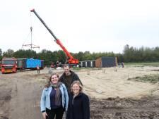 In één dag vier woningen geplaatst in Buurtschap Te Veld Eindhoven; het gaat nu hard met het nieuwe wijkje