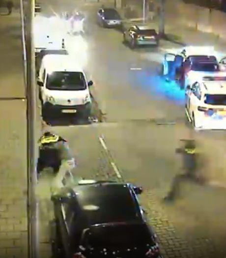 Politie deelt beelden van spannende achtervolging in Utrecht: verdachten proberen te ontsnappen