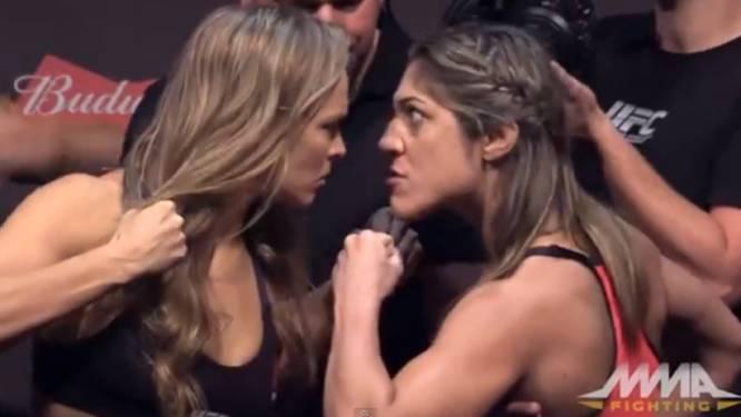 Zo proberen bijzonder pittige MMA-vechtsters elkaar al bij weging te intimideren