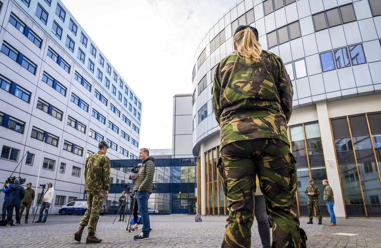 Militairen volgen een training in het Universitair Medisch Centrum Utrecht (UMCU) om ondersteuning te kunnen bieden bij coronazorg. Het gaat om artsen, verpleegkundigen en coördinerend personeel.  Beeld ANP