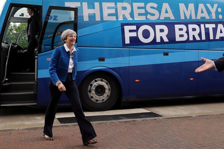 Op weg naar kiezers met haar 'battle bus' Beeld