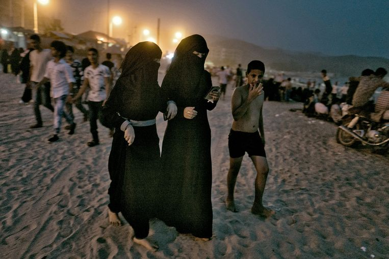 Inwoners van Aden vieren het Suikerfeest. Beeld Olivier Laban-Mattei / MYOP
