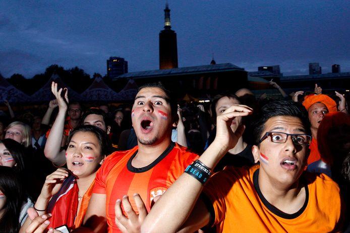 Zou het weer mogelijk zijn, vanaf 26 juni? Met z'n allen in de kroeg Oranje kijken? Mits de regels het toelaten, én Oranje zelf meewerkt natuurlijk!