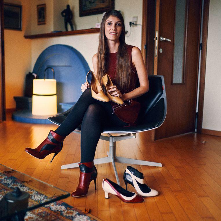 'Ik ben constant op zoek naar alternatieven voor leder. Dat is echt een verschil met de vorige generatie schoenenontwerpers.' Beeld Thomas Sweertvaegher