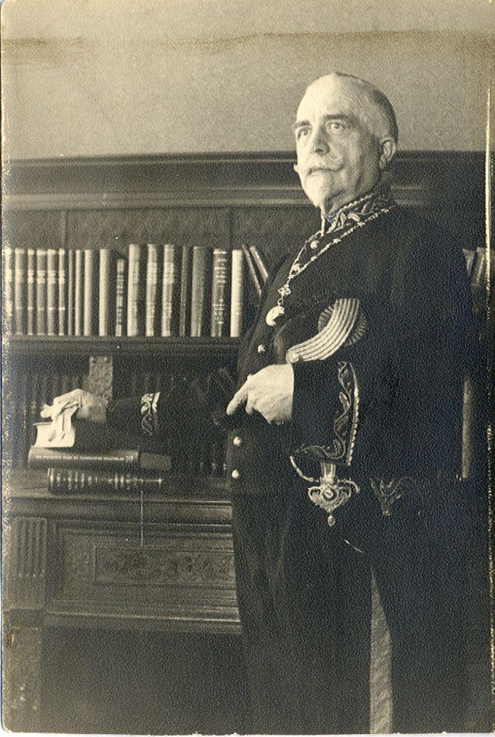 Burgemeester Herman Verheijen, staatsieportret in Erp.