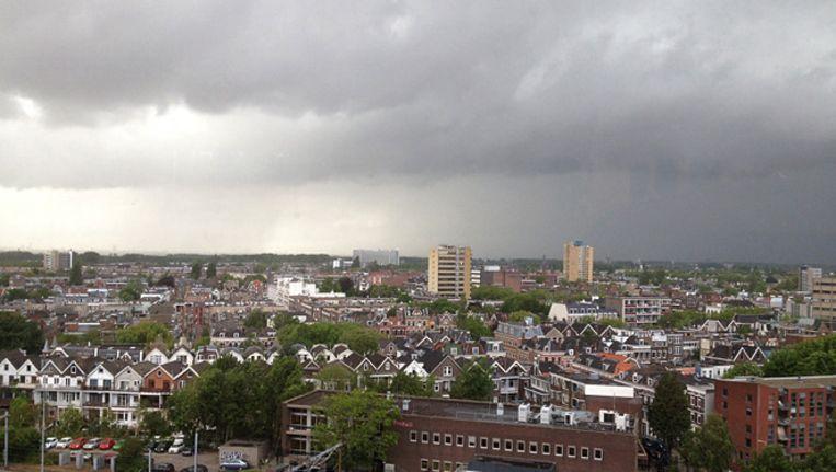 Zware buien boven Rotterdam Beeld Martijn Verburg
