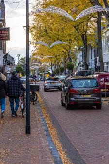 Klachten over overlast door hangjongeren in deze pas vernieuwde winkelstraat in Zwolle: politie komt in actie