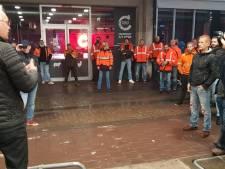 Ongeruste dokwerkers zakken af naar gemeenteraad: PVDA-motie verworpen, stad rekent op overleg met havenarbeiders als Europa wet-Major opblaast