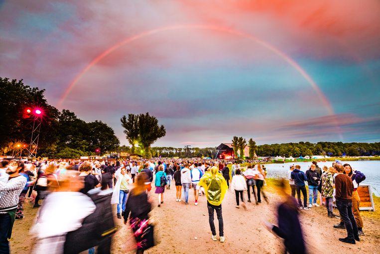 Regenboog over het festival Down The Rabbit Hole. Beeld Ben Houdijk